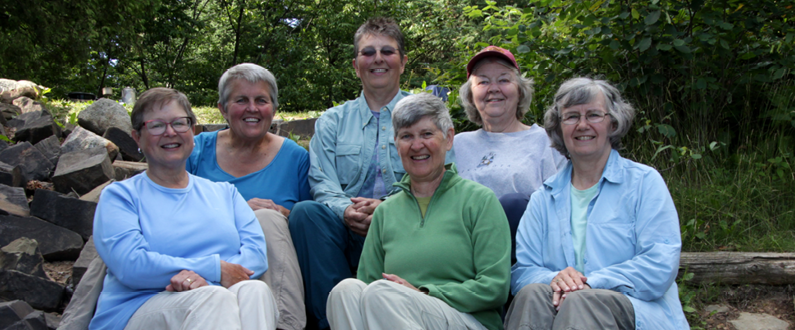 Photographed above from left to right: Beth Voermans, Debby Markham, Sue Zellmer, Myra Smisek, Pat Hobbs, and Mary Selby.